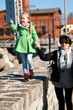 有祖母的女孩码头的 免版税图库摄影