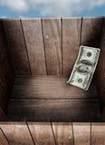 在箱子的金钱 图库摄影