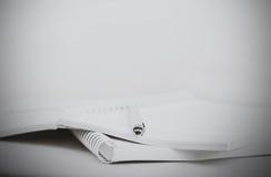 办公室 堆文书工作 北京,中国黑白照片 库存图片
