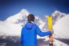 Άτομο που κάνει σκι στη χειμερινή φύση Στοκ εικόνες με δικαίωμα ελεύθερης χρήσης