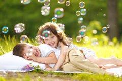 Πορτρέτο ενός αγοριού και ενός κοριτσιού Στοκ φωτογραφία με δικαίωμα ελεύθερης χρήσης