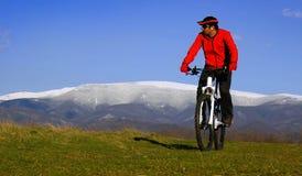 骑自行车的循环的小山山 库存图片