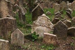 老犹太公墓在布拉格,捷克 免版税库存照片