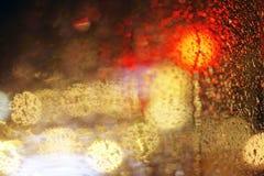 在多雨窗口后的光 库存图片