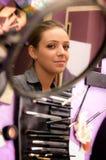Молодая женщина и составляет Стоковые Фотографии RF