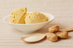 盐味的焦糖冰淇凌 图库摄影