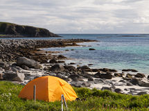 Σκηνή τουριστών στην ωκεάνια παραλία Στοκ Εικόνα