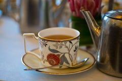 下午茶花梢茶杯 库存图片