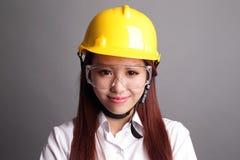 Γυναίκα μηχανικών χαμόγελου Στοκ φωτογραφία με δικαίωμα ελεύθερης χρήσης