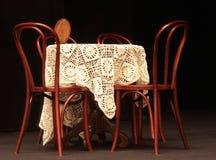 Πίνακας και έδρες Στοκ φωτογραφίες με δικαίωμα ελεύθερης χρήσης