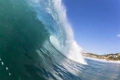 波浪里面海洋 免版税库存图片