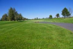 зеленый цвет гольфа прохода курса Стоковое Изображение RF