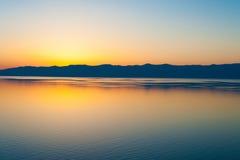 在贝加尔湖,西伯利亚的日落 免版税库存照片