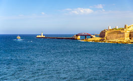 盛大港口防堤看法在瓦莱塔 免版税库存图片