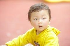 Αγόρι σε κίτρινο Στοκ Εικόνες
