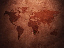 Παγκόσμιος χάρτης που επιδεικνύεται σε ζαρωμένο παλαιό χαρτί Στοκ Φωτογραφία