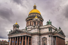 圣徒以撒的大教堂在圣彼德堡,俄国 免版税库存图片