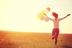 有色的气球的年轻亚裔妇女 库存照片