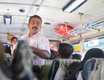 在公开公共汽车里面的斯里兰卡的人 免版税库存图片