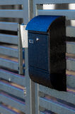 在房子篱芭的邮箱 免版税库存图片