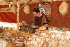 中世纪面包摊位在市场上 库存照片