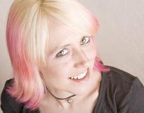 低劣明亮地色的女孩的头发 库存图片