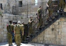 攀登步的以军士兵对垒,耶路撒冷 库存图片