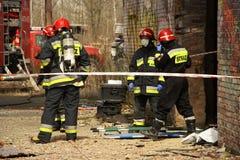 Пожарные подготавливая для действия Стоковое фото RF