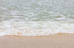 风暴海滩波浪 免版税库存图片