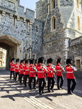 皇家卫兵在温莎宫殿,伦敦,英国 库存图片