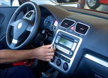 настраивать автомобильного радиоприемника Стоковая Фотография RF