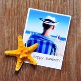 海星和一张立即照片与文本愉快的夏天 免版税图库摄影