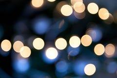 Φωτεινά φω'τα στο σκούρο μπλε υπόβαθρο νύχτας Στοκ Εικόνες