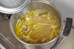 Σούπα αποθεμάτων κοτόπουλου Στοκ εικόνες με δικαίωμα ελεύθερης χρήσης