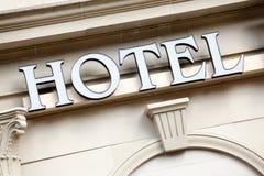 旅馆入口标志 免版税库存照片
