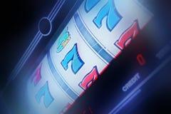 Περιστροφή μηχανημάτων τυχερών παιχνιδιών με κέρματα Στοκ Φωτογραφία