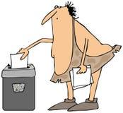 使用一台切废纸机的穴居人 免版税库存照片