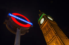 大本钟和地下签到伦敦,英国 免版税库存照片