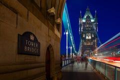 在泰晤士河的塔桥梁在伦敦,英国 免版税库存图片