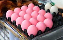 桃红色鸡蛋 库存图片