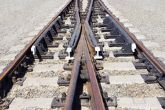 在石渣土墩的铁路叉子 图库摄影