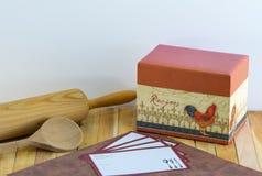 食谱箱子和食谱卡片 免版税图库摄影