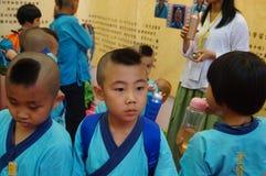 深圳,中国:中国孩子穿古老服装 免版税图库摄影