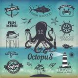 套葡萄酒海鲜鱼与标签,象的印刷术设计 免版税图库摄影