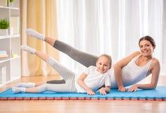 家庭瑜伽 免版税库存图片