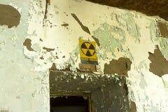 Противорадиационное убежище в распадаясь здании Стоковая Фотография