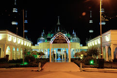 水晶清真寺在登嘉楼,马来西亚在晚上 免版税图库摄影