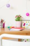 书桌在儿童居室 免版税图库摄影