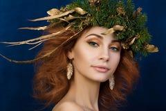 年轻美丽的红发妇女画象  库存图片