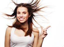 去在相当空白的背景飞行女孩极大的头发 免版税图库摄影